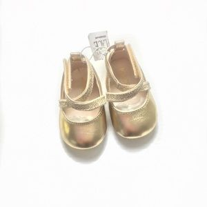 Children's place gold sparkly newborn shoes